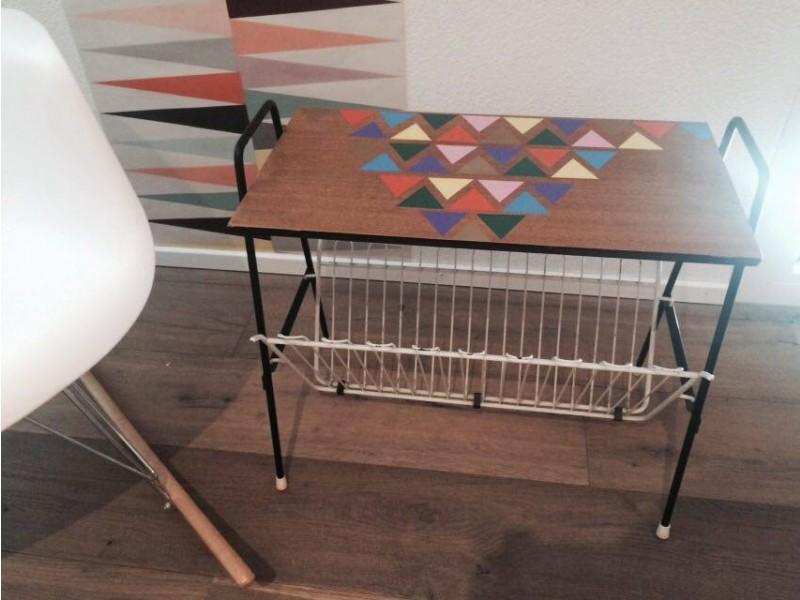 porte journaux triangles 60 s j 39 aime pas les dimanches. Black Bedroom Furniture Sets. Home Design Ideas